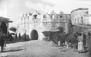 Η εξωτερική πλευρά της Πύλης στις αρχές του 20ου αι. Φωτογραφία G.Gerola