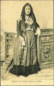 *Σφακιανή με την παραδοσιακή φορεσιά της