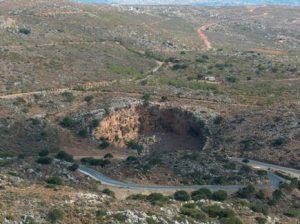 Το βουλισμένο αλώνι μπορεί κανείς να το ει περνώντας από τον επαρχιακό δρόμο Ηρακλείου- Ρεθύμνου.