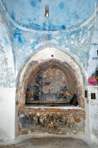 Το αρκοσόλιο («τάφος») του κτήτορα του ναού της Αγίας Παρασκευής, Γεωργίου Χορτάτση, ο οποίος ήταν συγγενής του συνονόματού του περίφημου δημιουργού της «Ερωφίλης»